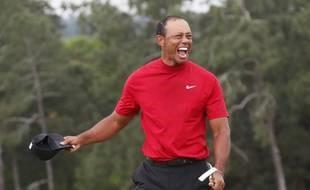 Tiger Woods explosant de joie après sa victoire