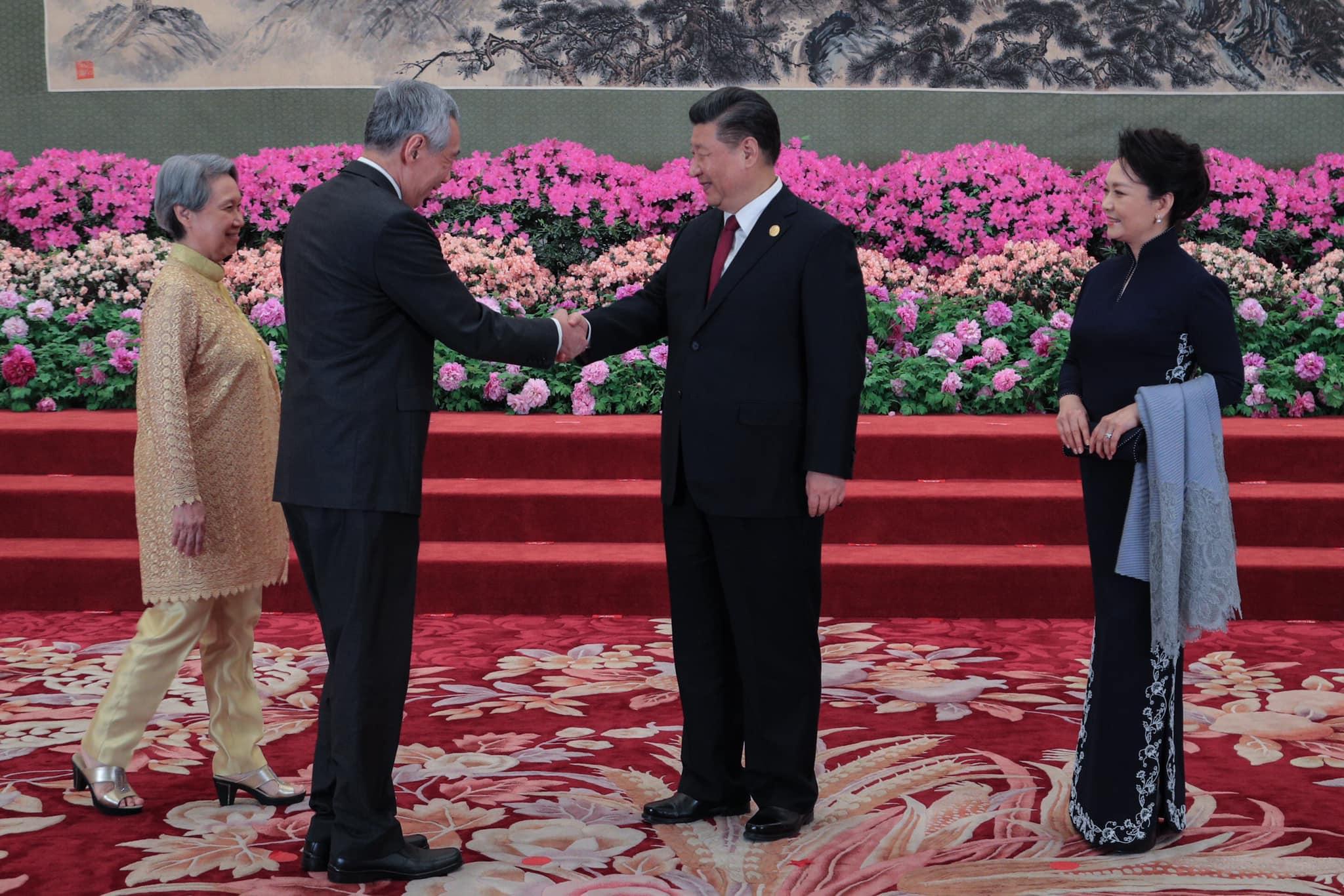 Xi Jinping recevant son premier ministre lors du gala du forum de la route de la soie