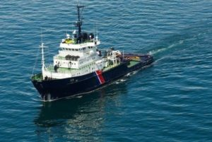 L'Ocean Viking naviguant en Mediterranée