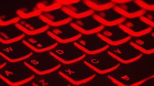 Clavier rouge lumineux.