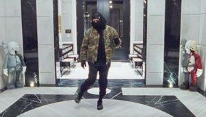 Le rappeur Drake effectuant une danse dans on clip «Toosie Slide».