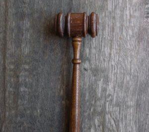 Le couple, qui craignait de contracter le coronavirus, a été placé en garde à vue et comparaîtra devant le tribunal correctionnel de Montpellier le 29 juin prochain pour « harcèlement moral » et « atteintes à l'intimité de la vie privée », notamment.
