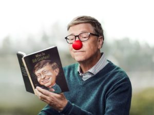 "Bill Gates lisant son autobiographie ""Who is Bill Gates?"""