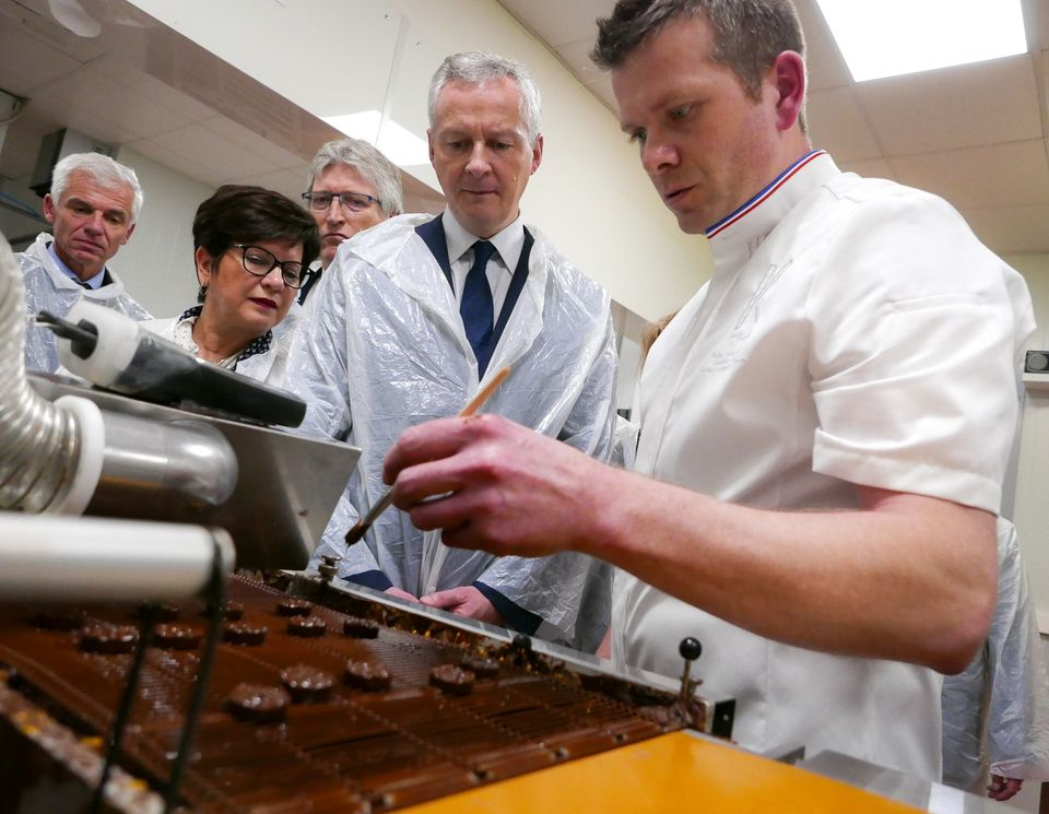 Bruno Le Maire, lors d'une visite à Sarreguemines (Moselle) dans la chocolaterie Franck Kestener..