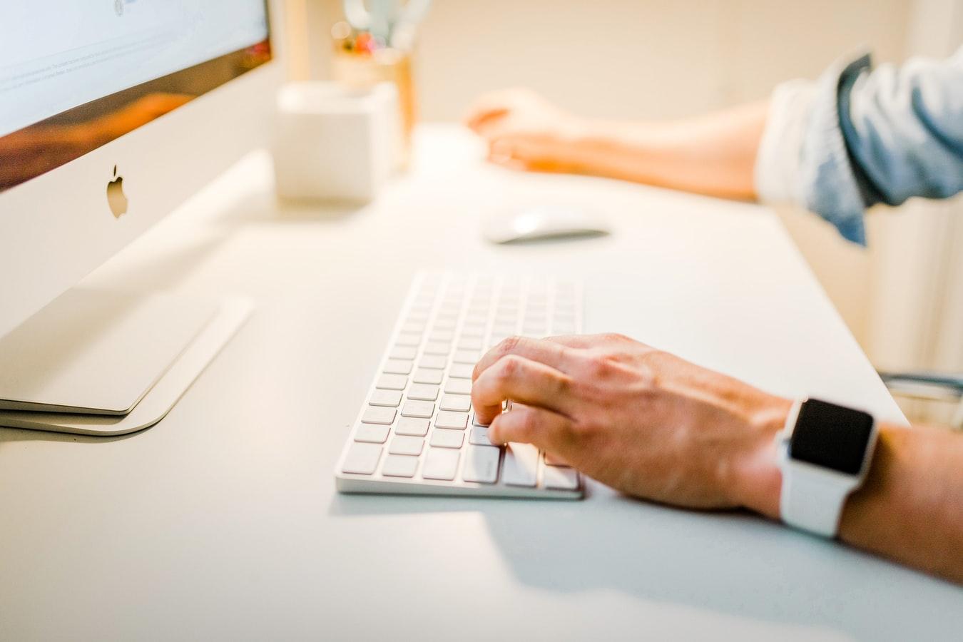 Le gouvernement a annoncé ce mardi un appel à projet visant à recenser les solutions existantes pour permettre aux commerces de proximité d'accélérer leur présence en ligne.